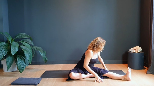 Yin Evening flow w/ Judith for relaxing and winding down | 30 minutes
