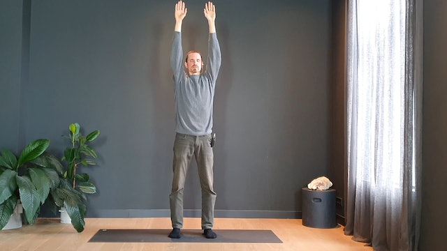 Standing meditation w/ Marc for finding awareness | 12 minutes