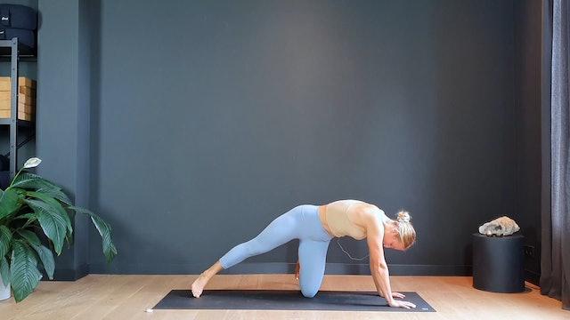 Bondi Flow w/ Ashley for strength and fresh new energy | 30 minutes