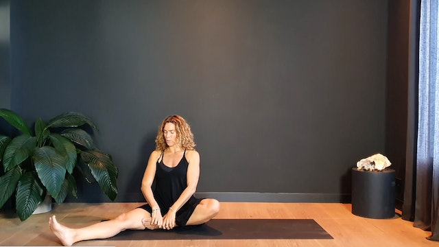 Yin Flow w/ Judith for the hips and lower body | 30 minutes