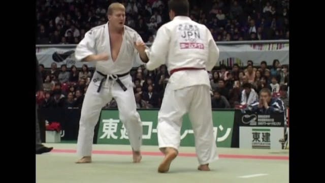 Kosei Inoue - Pinning the sleeve