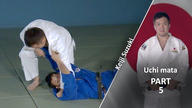 Punching the mat | Keiji Suzuki