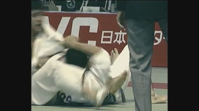 Neil Adams - Juji gatame - Getting into the lock