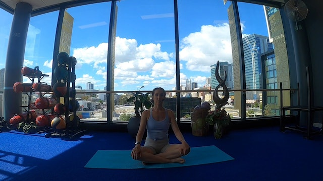 30 minute yoga with Jess 26/04 18:30