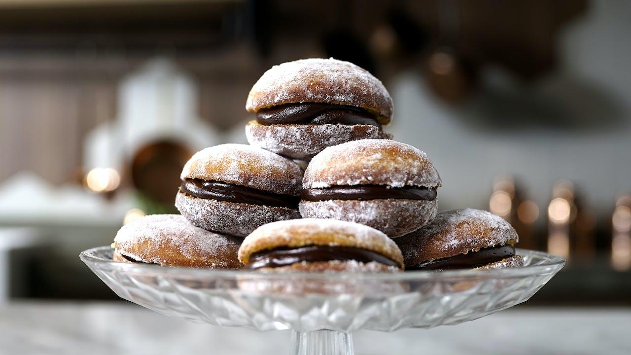 Resultado de imagem para Sonho de Cenoura com Ganache de Chocolate tastemade