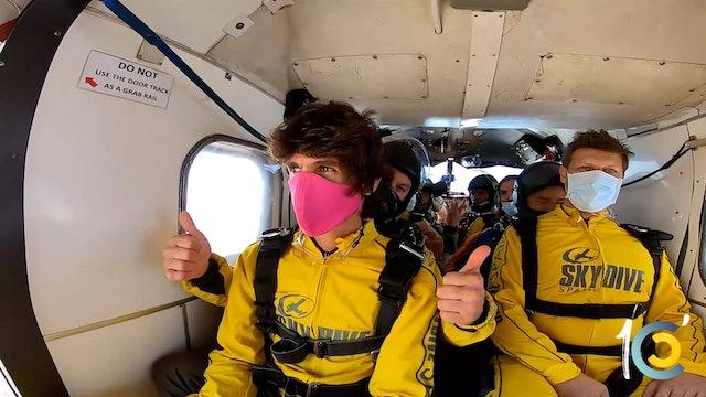 Episodio 12: ¿Será Castella capaz de tirarse en paracaídas?.