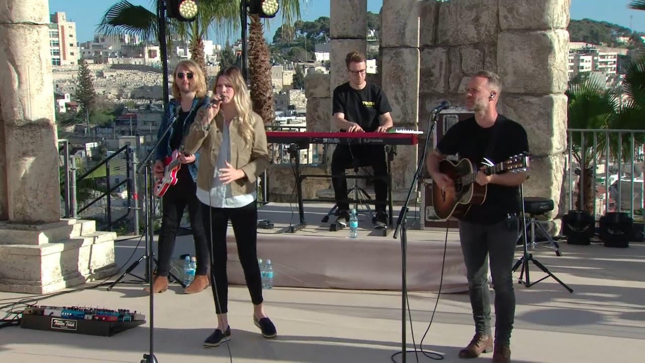 Watch Praise | Joel & Victoria Osteen and Bethel Music | 11/20/18