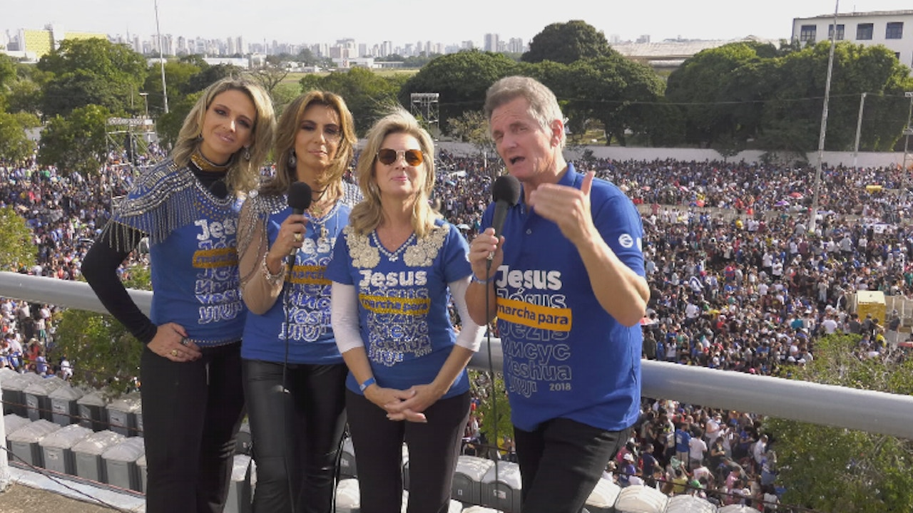 Watch Matt and Laurie Crouch host from The Jesus March in São Paulo, Brazil