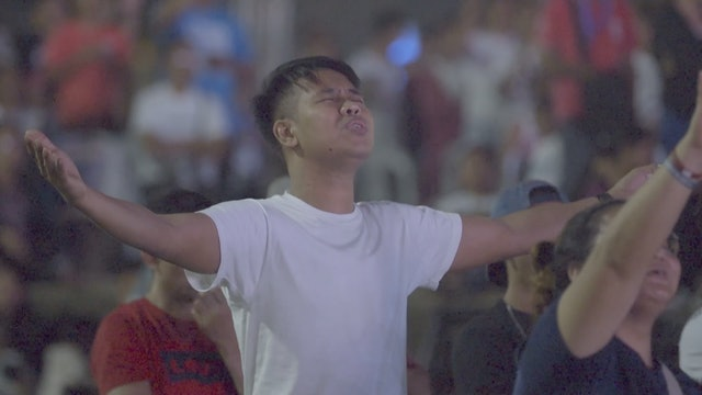 Record Crowds Respond to the Gospel in Manila