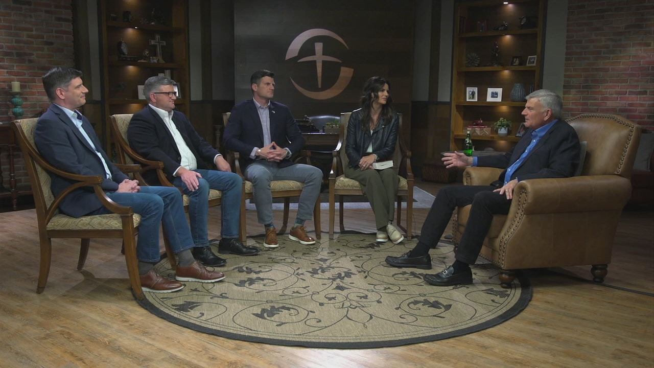 Watch Praise   Franklin Graham & Family   May 4, 2020