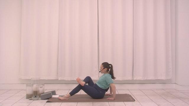 Prenatal Stretch with Crisitina | 23 minutes