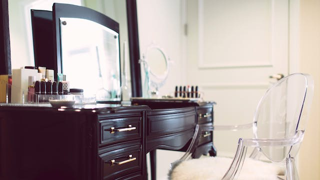 The Skinny Confidential's Vintage Vanity