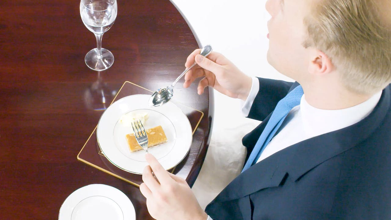 How to hold cutlery and silverware