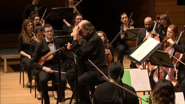 Sir Roger Norrington conducts the Roy...