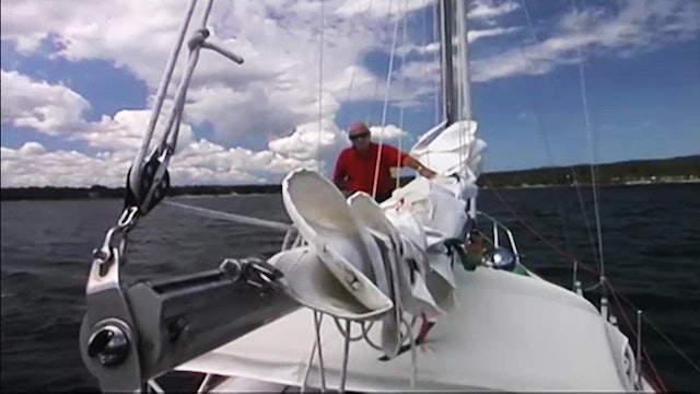 Cruising Tip: Flaking the Mainsail - Underway