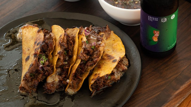 Tacos de birria ahumada