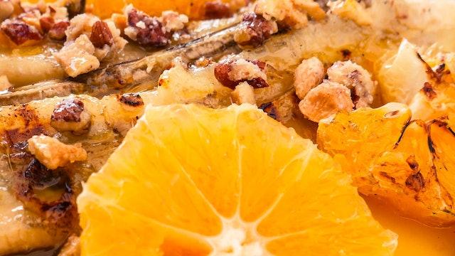 Plátanos asados con jarabe de naranja