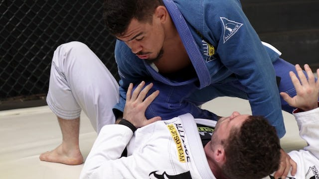 Passing to Knee on Belly [BJJ-03-10-02]