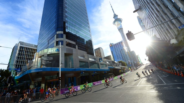 2015 ITU World Triathlon Auckland Magazine