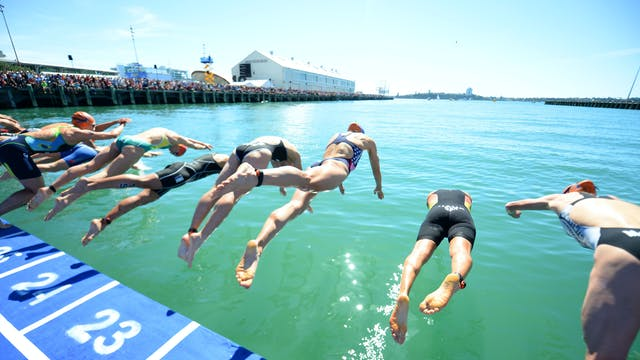 2015 ITU World Triathlon Auckland Eli...