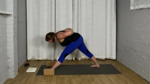 Zoomtastic Flow Yoga - Pyramid