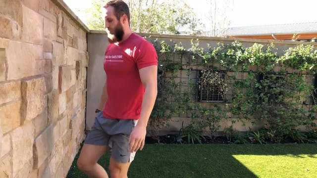 Warm Up Lunge with a Lean