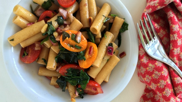 Summer Pasta with Tomato and Balsamic Onions
