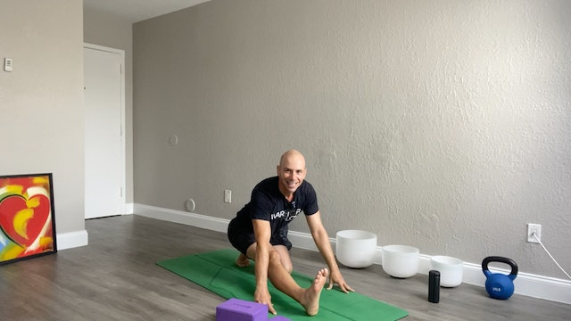 Vinyasa Flow with Focus on Strength with Adrian Molina (60 mins)