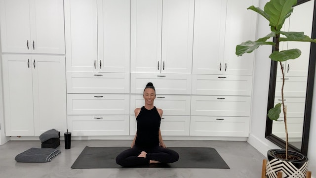 Heart Opening Yoga Flow with Sandy Roe (45 mins)