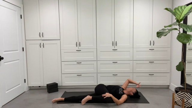 Yoga for Runners with Sandy Roe (60 mins)