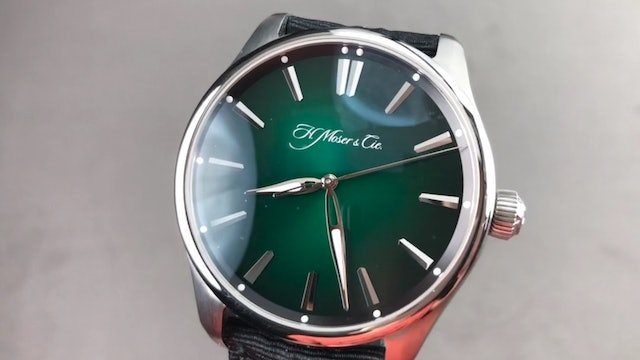 """H. Moser & Cie. Pioneer Center Seconds """"Cosmic Green"""" 3200-1202 Review"""