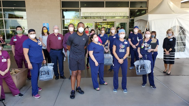 Larry Fitzgerald Delivers Food to Healthcare Workers
