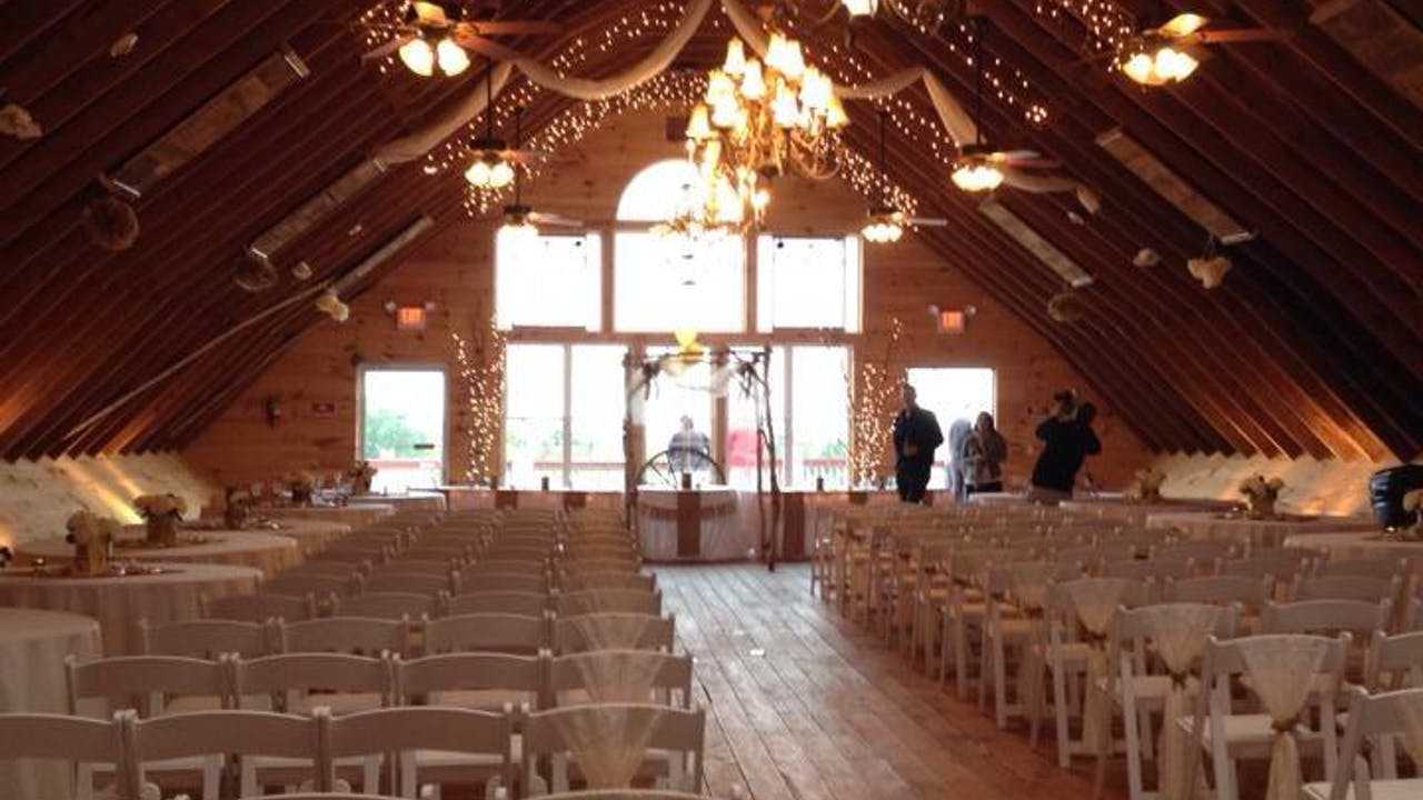 Laura's Wedding.  The Wedding Barn in Minot, Maine