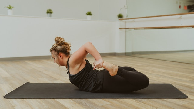 35 Minute Vinyasa Flow Series with Eira: Part One - Creating Space