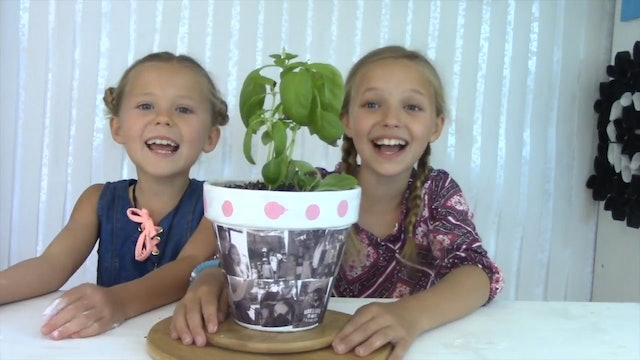 EP. 35 DIY | How to Make a Flower Pot Photo Gift | Mother's Day  Kids Craft