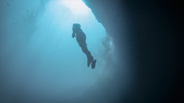 Vertical Blue: Freediving the Deepest Blue Hole