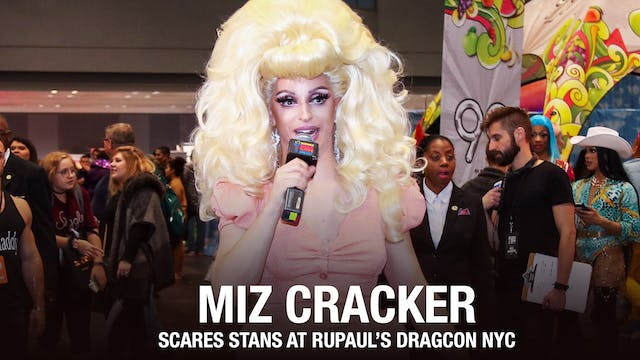 Miz Cracker Scares Stans: DragCon NYC...
