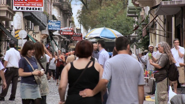 Argentina: Man Shops Globe 108