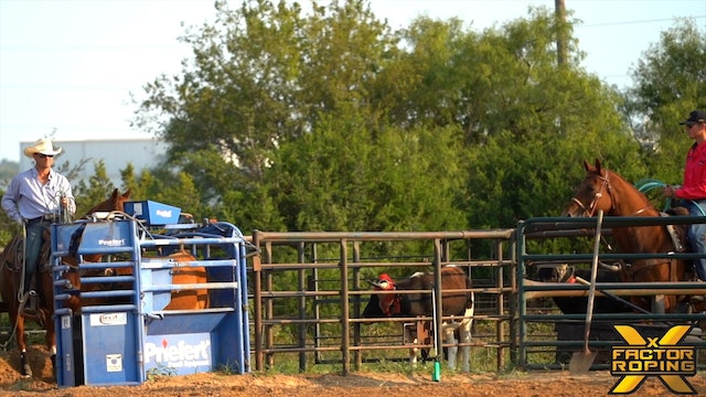 Heeler Positioning Down The Arena with Buddy Hawkins