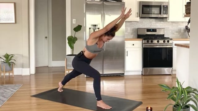 POWER VINYASA: HANDSTANDS WITH ARIADNE V