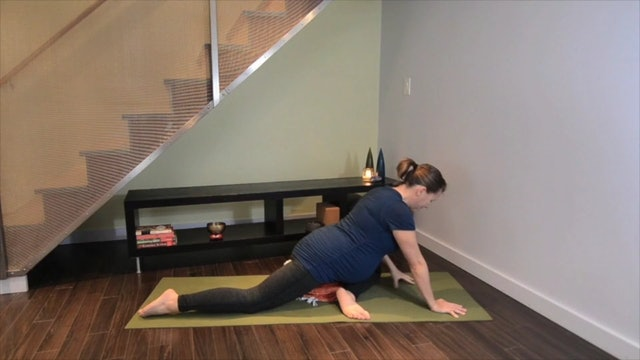 Prenatal Yoga Pigeon Practice 7 min