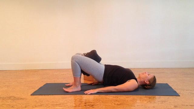 Postnatal Yoga Pelvic Floor 5 min.