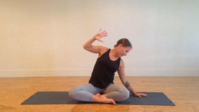Postnatal Yoga Neck & Shoulders 3 min.