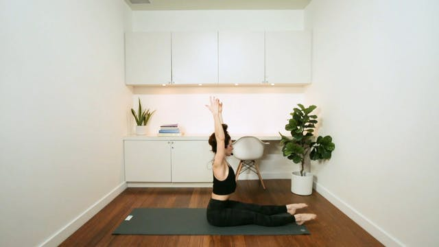 Fluid Flow Yoga (60 min) - with Kryst...