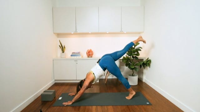Arms & Abs Power (25 min) - with Kyra...