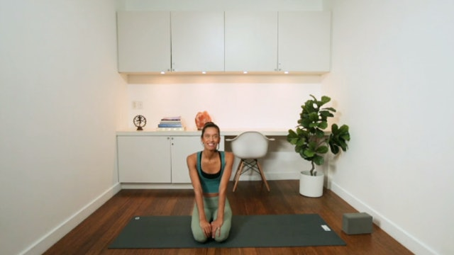 Mindful Flow (40 min) - with Alia Mai