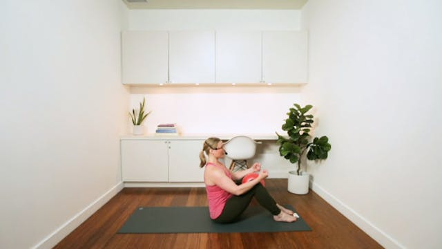 Pilates with Small Ball (20 min) - wi...
