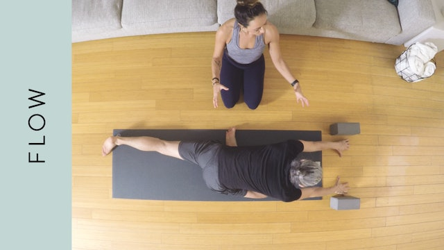 Flow Yoga to Open Your Hips (5 mins) – with Mari Dickey