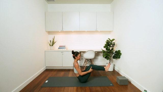 Blissful Yoga Flow (30 min) - with Alia Mai