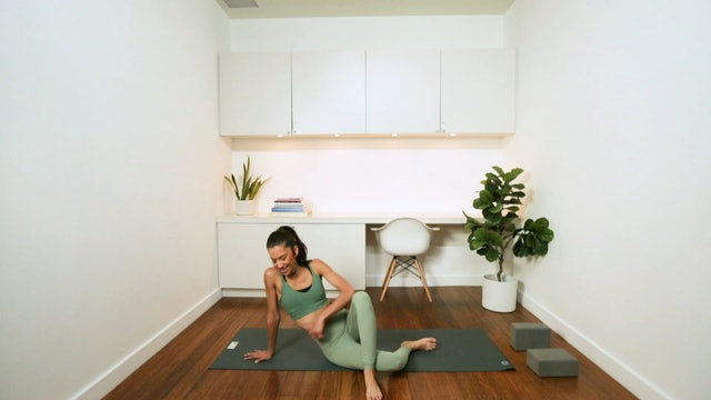 Mini Flow for Hips & Core (30 min) - with Alia Mai